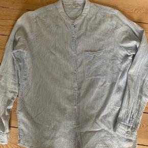 Rigtig fin anvendelig bluse i let stof.