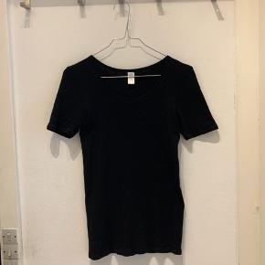 Tshirt fra Änglamark i 100% økologisk uld. Fitter en 38.