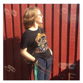 • trøje fra zara • trøjen er en mande bluse men jeg har selv brugt den • den er brugt men har ingen slid • kan sendes for 35 kr eller mødes omkring Århus 😘