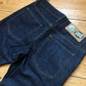 Cheap monday jeans størrelse 29/32. Modellen hedder tight blue dry. Er kun brugt få gange. Kan afhentes på Østerbro eller sendes på købers regning 😊 bud er velkomne