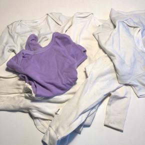 Uld bodys og 2 par uld bukser   2 langærmet uld body  2 kortærmet uld body Alt sammen stadig brugbart dog tegn på brug og slid