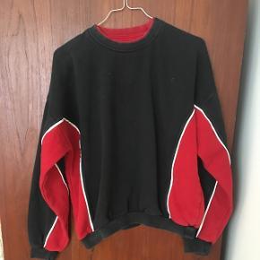 Genbrugs sweater i str M. Den er brugt, men stadig i god stand.  BYD 😊