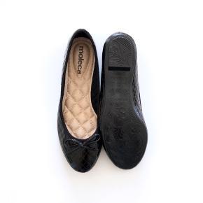 Mærke: Moleca.  For flere billeder se i kommentar.  Se også mine andre annoncer :)  # Lak sko Sort lak Lakeret