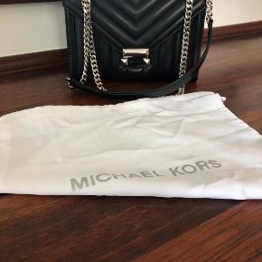 Michael kors taske sælges 2000kr  Den er sat til salg flere steder. Intet slid eller ridser brugt få gange.