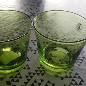 2 grønne lysestager, pris ialt.