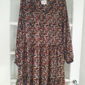 Skøn kjole. Som ny. Køber betaler ts og porto 🌸