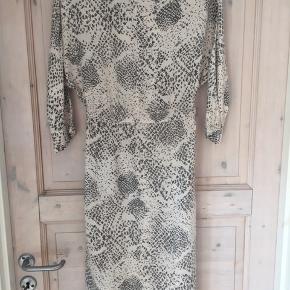 Rigtig sød Ganni kjole. Kun brugt få gange