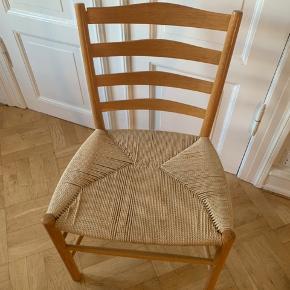 """Fritz Hansen stole: Designer: Kaare Klint """"Kirke stolen""""  8 stk. I alt. Materialet er lys birk.  - Byd endelig hvis du er interesseret så finder vi en god pris sammen"""