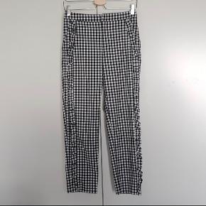 Fine ternet bukser fra Zara.  Kan afhentes på Frederiksberg eller sendes (køber betaler porto) 😊