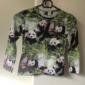 Panda blusen fra Molo i str. 122. Brugt få gange, fremstår nsn