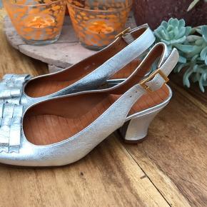 Flotte sølv sko sf det italienske mærke Chie Mihara, i skind og med ægte læder sål - Ny pris 1299,-.