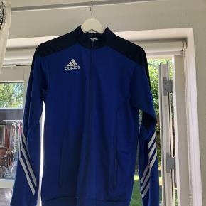 super dejlig lynlås trøje fra Adidas