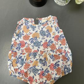 Poppy Rose buksedragt