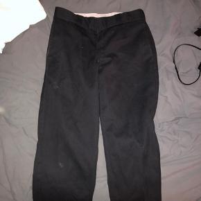 Sorte dickies bukser  28x30 150kr