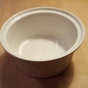 Mellemstor ovnfast skål til bl.a. gratiner. Afhentes. Gratis. Diameter 20 cm.