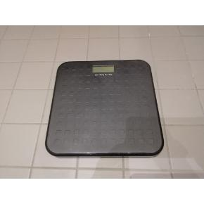 Scale 'MARSUNDET' from Ikea. Max. 150kg. Measurements: 26x26cm