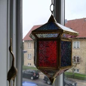 Lille Smuk lanterne lampe, plads til ledning og pære. Købt i Tunesien. Aldrig brugt. :)