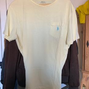 Polo Ralph Lauren t-shirt  Jeg sælger denne t-shirt da den var et impulskøb. Den er for stor og jeg får den aldrig brugt   Ny pris 300,-