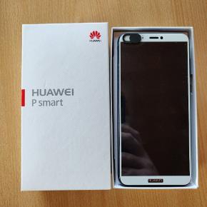 Huawei P Smart 32GB (Blue)Har altid haft skærmbeskytter på, samt altid i cover. Kvittering medfølger. Sælges til 200 kroner under nyprisen grundet telefonens fantastisk stand.  Medfølgende tilbehør: 2 covers: Cruzerlite Carbon Fiber Shock Absorption Slim Case for Huawei P Smart (Black) Original Power Adapter samt oplader. Monteret skærmbeskytter og Kameracover.