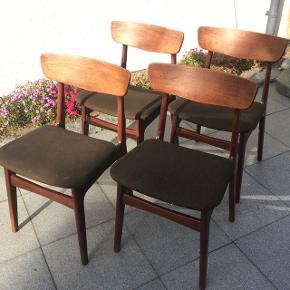 Teaktræ spise stole fra Schønning og Elgaard.    Fremstår med brugsspor.  Sælges som et sæt.   Kan afhentes i Vejen