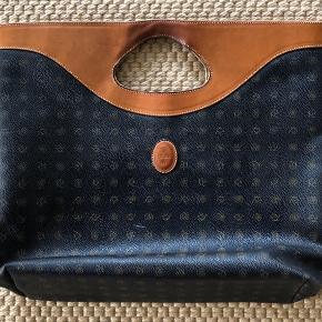 Flot Kenzia taske - shopper . Mål højde 36 cm og bredde  44 cm.   Køber betaler Porto