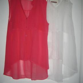 """Varetype: Smarte tynde """"skjorter"""" Størrelse: Large Farve: hvid - coral Oprindelig købspris: 800 kr.  2 smarte """"skjorter"""". MIndstepris pr. stk. 75 +"""