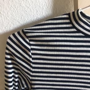 Blå og hvid stribet bluse fra Envii💙 Brugt få gange Passer en s-m