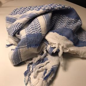 #30daysselout  Flot lyseblåt tørklæde til sommer