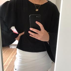 Bluse fra Zara, aldrig brugt Skriv for mere info, eller flere billeder;) Byd!