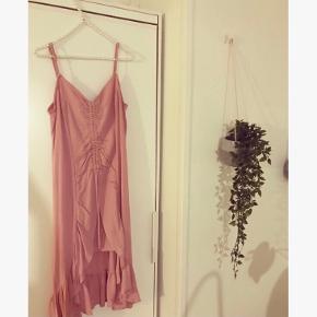 Brugt en enkelt gang 🌸 Smuk lang kjole fra Na-kd.