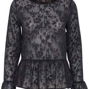 ICHI bluse - stadig med prismærke i.  Super smuk på (bemærk dog: den er gennemsigtig!).  Aldrig brugt.  Nypris 400 kr.  Sælges til 150 kr. Prisen er fast.