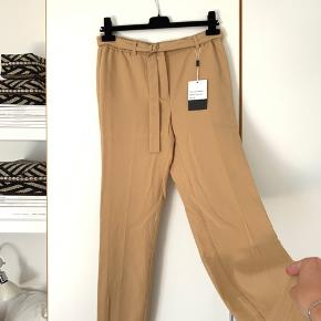 Sælger disse fine bukser fra Birgitte Herskind. Det er modellen Medina og er en sample☺️