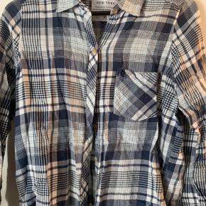 Ternet skjorte fra Abercrombie & Fitch, brugt få gange
