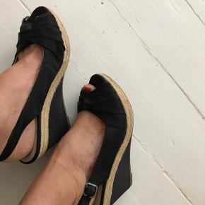 Mary B sandaler