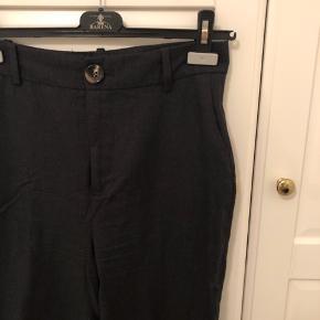Højtaljede bukser med let svaj, næsten ikke brugt. Str. S ✨ #30dayssellout