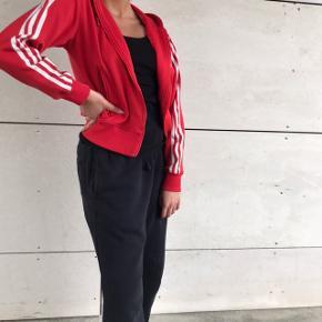 Rød kort Adidas ❤️🥰 super fed !