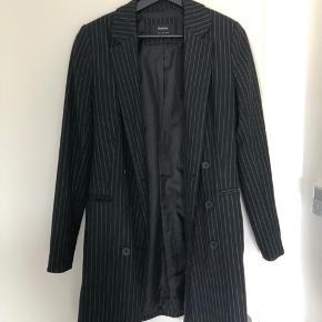 Længere blazer jakke/frakke i str small  BYD gerne