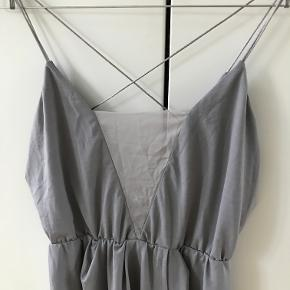 Fint kjole med spaghetti stropper.  Kan afhentes i København K eller sendes gennem handel på Trendsales 🌸  Se også mine andre annoncer  🌸