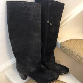 Lækre brune ruskindsstøvler - brugt meget få gange