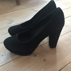 """Super fine og lækre stilletter / heels. De har """" tyk """" forsål så man går godt i dem hele natten😜"""