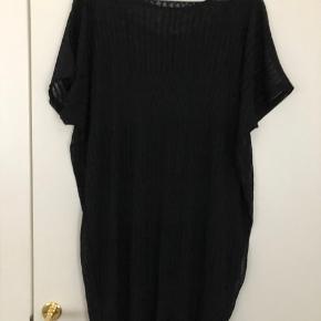 Model cha cha i str M til større piger.  Den har en tætsiddende underdel indenunder selve kjolen, se foto.  Helt ny,