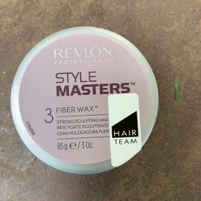 Voks fra Revlon, der er brugt meget lidt.  Style Masters Fiber Wax - Fibervoks med stærk hold. Ideel når du ønsker at skabe en stil med max kontrol. Efterlader ikke spor af produkt i håret.  Nypris: 90 kroner
