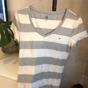 Lækker t-shirt fra Tommy Hilfiger Kun brugt få gange