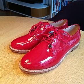 Super smukke røde sko fra Brasilien i læder. Købt i Argentina.  Mærke: Boating. Er som nye. Kun prøvet på. Byd gerne
