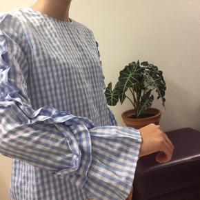 Sød ternet bluse sælges fra gina tricot i str 36  Byd Byd Byd