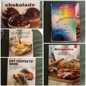 TIL AFHENTNING 🌿 Fine opskriftsbøger med forskellige temaer. Pr styk 20 kr. Sælges samlet for 80 kr