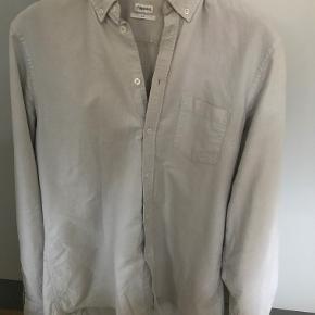 Filippa K skjorte i næsten ny stand. Står som en Small, men er mere en Medium.