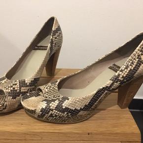 Smuk sko fra wonders.  Haft på en aften og indenfor.  Derfor som ubrugt.