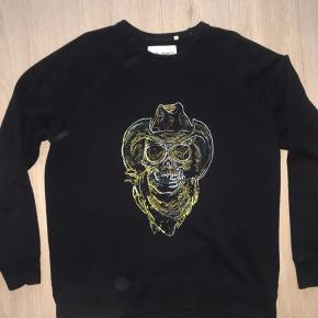 Næsten helt ny sweatshirt Kostede 1350kr som ny og sælger til halv pris