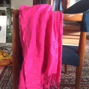 Fint halstørklæde i pink:)